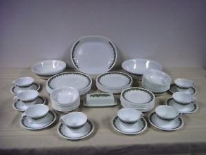 Corelle Dinnerware Dishes Set Crazy Daisy 74 PC Vintage Green White Huge Set