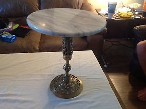 Vintage Mid Century Marble Top and Brass Base End Table Lamp Table Beautiful
