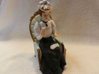 1982 Avon Mrs Albee President Club Award Figurine