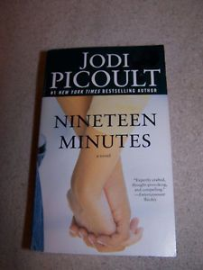 Nineteen Minutes by Jodi Picoult 2008 Paperback Book