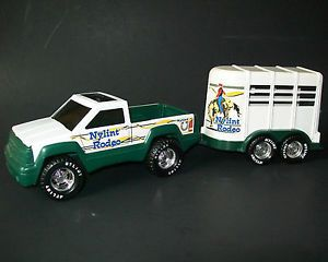 """1996 Nylint 8"""" Rodeo Pickup Truck Horse Trailer Pressed Steel Plastic Stable"""
