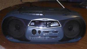 Sanyo CD Player Boombox Am FM Cassette CD Sanyo Radio Boombox Model CWM 200