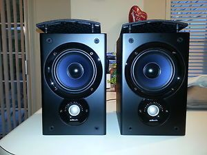 Polk Audio T300 Monitor 30 Bookshelf Speakers in Mint Condition