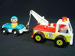 Fisher Price 2 Little People 1968 Play Family Tow Truck Car Wood Plastic VGC