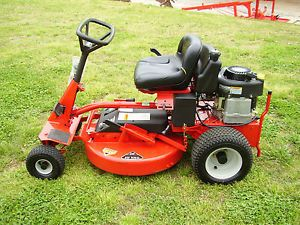 New Display Snapper Rear Engine Riding Mower 28 inch Hi Vac Deck