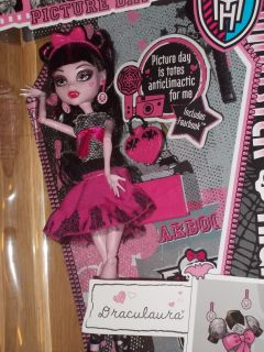 New 2012 Mattel Monster High Picture Day Vampire Doll Draculaura Hard to Find
