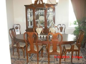 Thomasville Winston Court Dining Room Set W 60 Buffet And Eight Chairs Cherry