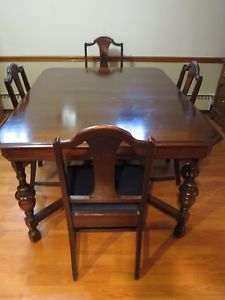 Vintage Antique Wood Dining Room Table and 6 Chairs