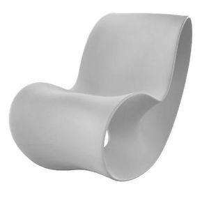 Magis Voido Poltrona A Dondolo in Polietilene Rocking Chair Design by Ron Arad