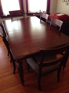 Ethan Allen British Classics Dining Table with Six Chairs