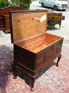 Antique Traditional Mahogany Lane Cedar Blanket Chest