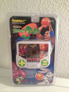 Tiger Electronics Space Jam Electronic LCD Handheld Game 1996 Warner Bros