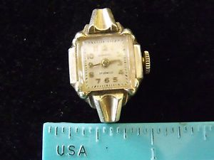 Estate Vintage Wrist Watch Ladies Small Admiral 17 Jewel Gold Colored Case 611