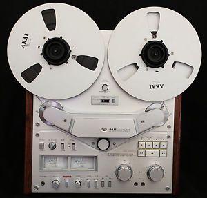"""Akai GX 636 Mint Reel to Reel Tape Recorder with 10"""" Akai Hubs and Reels Walnut"""