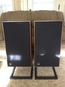 Ads Model L810 Bookshelf Speaker Series II with Metal Bases Look Like New