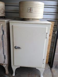 2 General Electric Antique Refrigerators Single Door Vintage Monitor Top GE