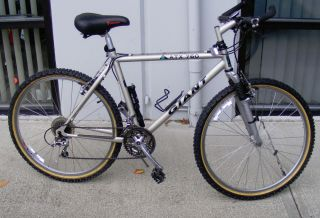 "Giant ATX 760 Mountain Bike 18 inch Frame 26"" Wheels"