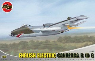 Airfix A10102 148 Scale English Electric Canberra B(I) 8 Military Aircraft Classic Kit Series 10 Toys & Games