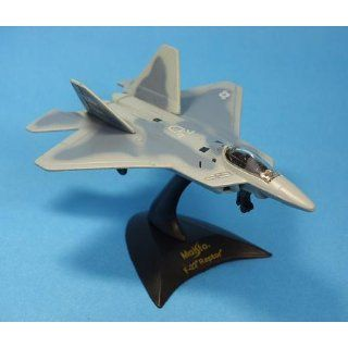 "Maisto Adventure Wheels Land Sea Air Tailwinds Series 1:152 Scale Die Cast United States Military Aircraft Replica   Supermaneuverable Fighter Jet with Stealth Technology F 22 RAPTOR Plus Display Stand (Dimension: 3 1/2"" x 4 1/2"" x 1""): Toys"