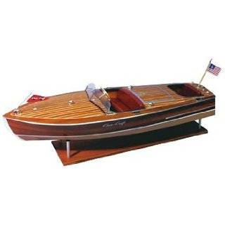 Dumas Chris Craft Cobra: Toys & Games